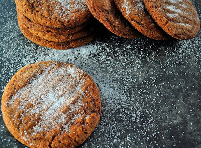 http://www.thetiffinbox.ca/2011/11/christmas-baking-snowy-ginger-biscuits.html