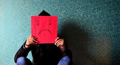 Stress và căng thẳng là một trong số các nguyên nhân khiến bệnh trĩ trầm trong hơn