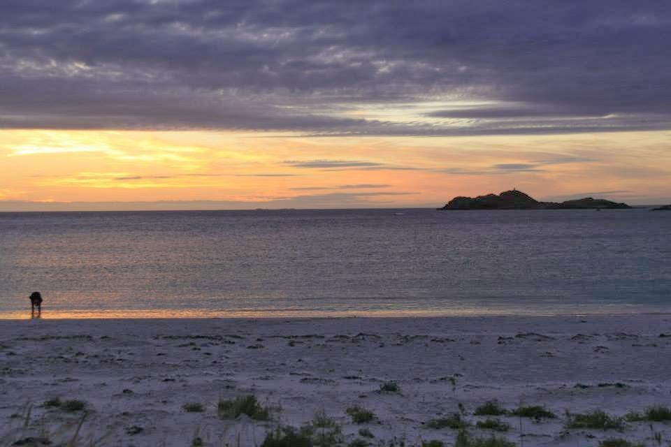 Sol de medianoche en Ramberg, Islas Lofoten.