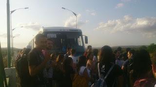 Vergonha! Ônibus acaba embreagem e universitários de Picuí ficam na estrada