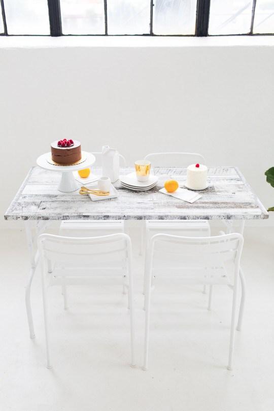 diy-mesa-plegable-madera-estilo-nordico-lamas-autoadhesivas