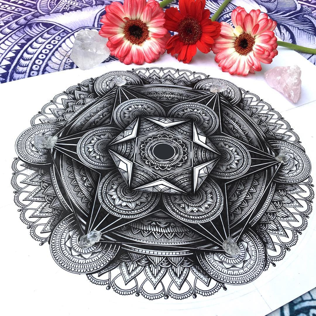 03-Mandala-Faye-Halliday-Animal-Drawings-and-Mandalas-www-designstack-co
