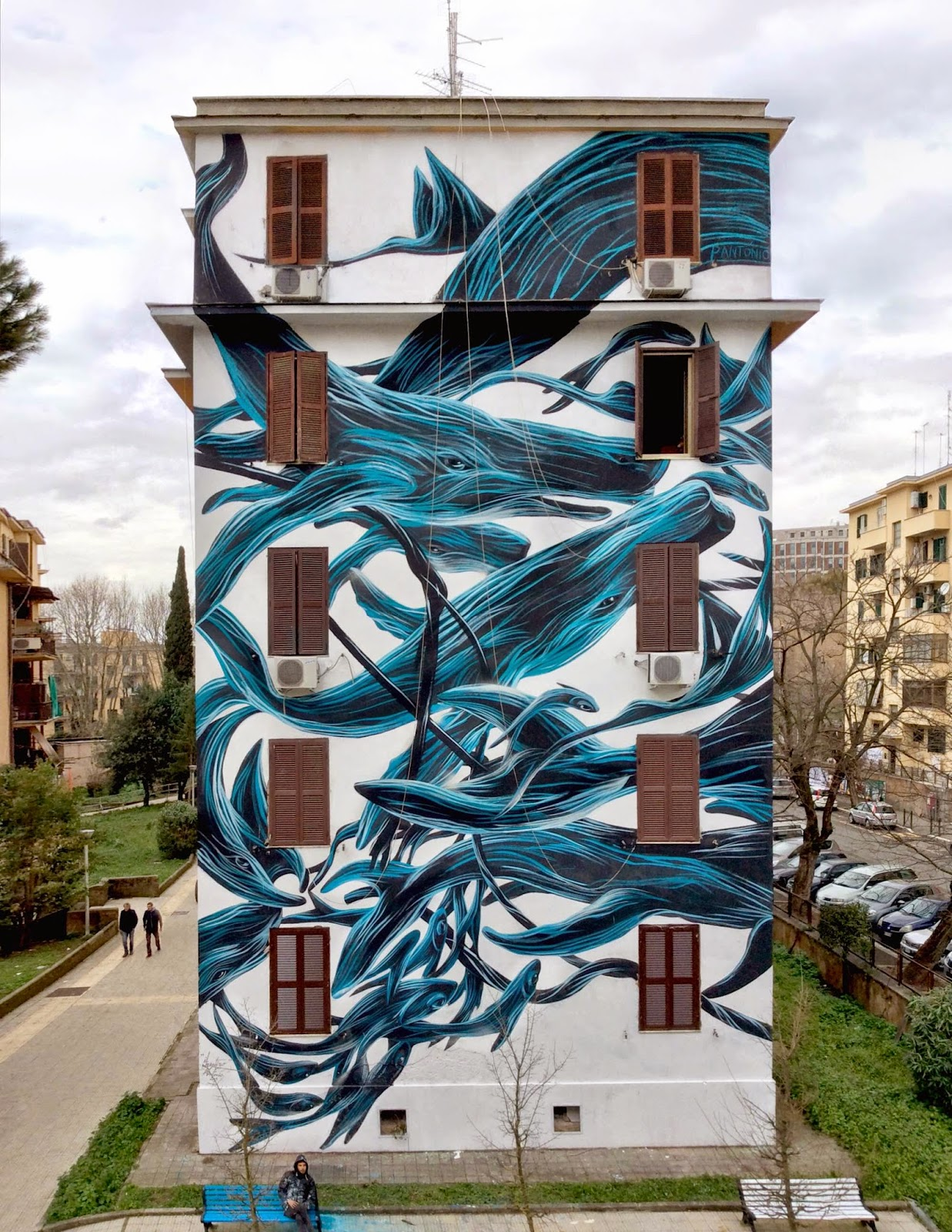 Portuguese artist Pantonio is currently in Italy where he just finished working on a massive new mural somewhere on the streets of Rome.