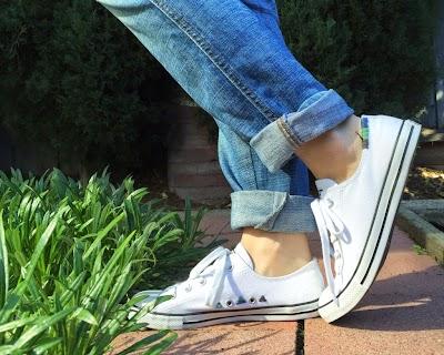 Zapatillas bordadas con hilos de colores
