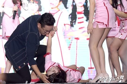 Nb Sha Sha S Wanlin Faints On Showcase Stage Allkpop Forums