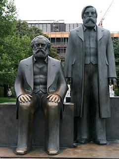 Marx-Engels-Forum es un parque público en el distrito de Mitte en Berlín
