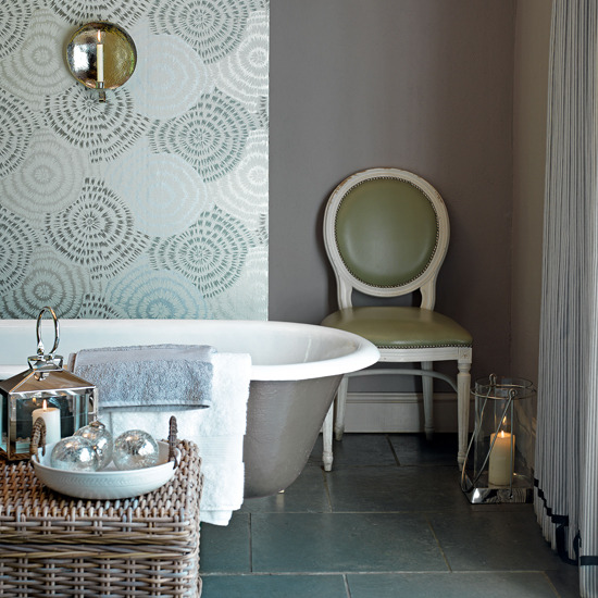 Walls: Wallpaper Inspiration....Bathroom