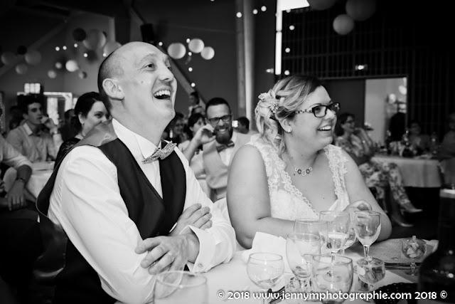 portrait noir et blanc rires du marié reportage animations