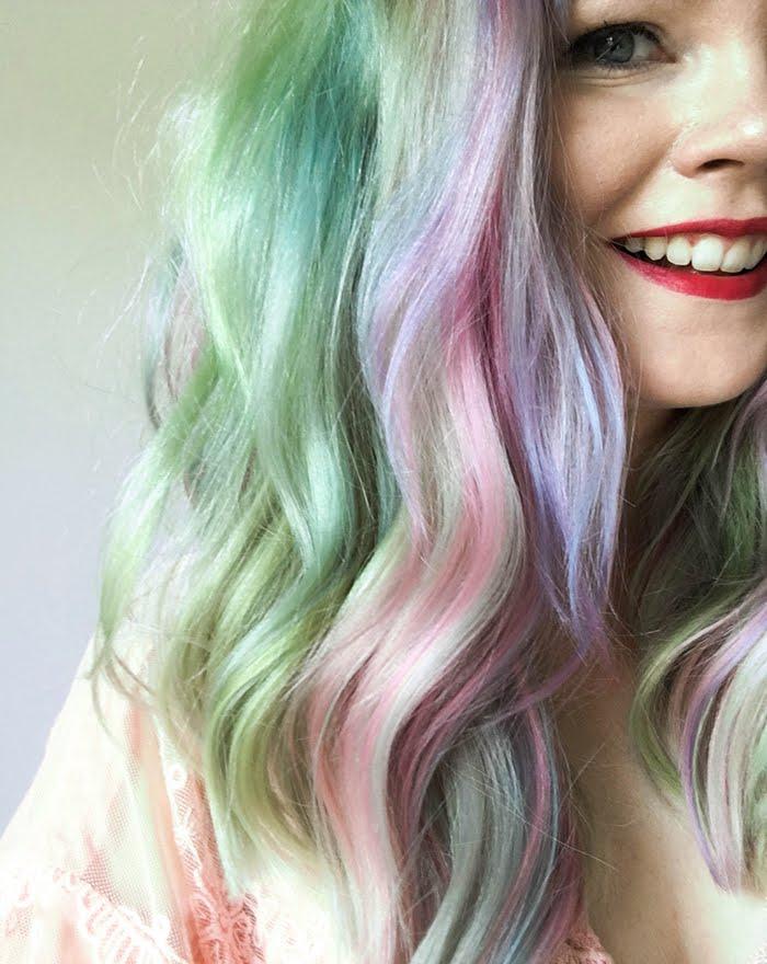 Annan tirpat, sateenkaarihiukset, pastellihiukset, hybridivärit, Anna-Maria Mäkelä, hiusinspiraatio