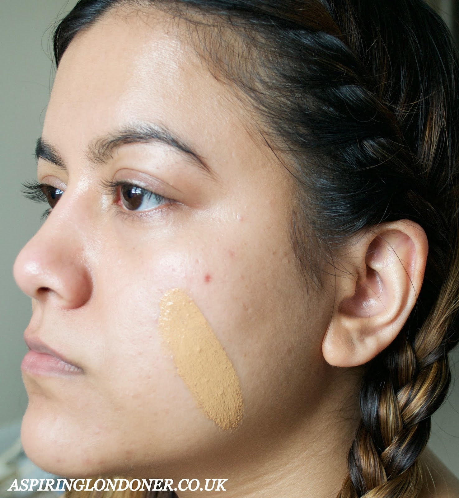 FOUNDATION SHADE MATCH MAXFACTOR MIRACLE MATCH FOUNDATION REVIEW SWATCH - ASPIRING LONDONER