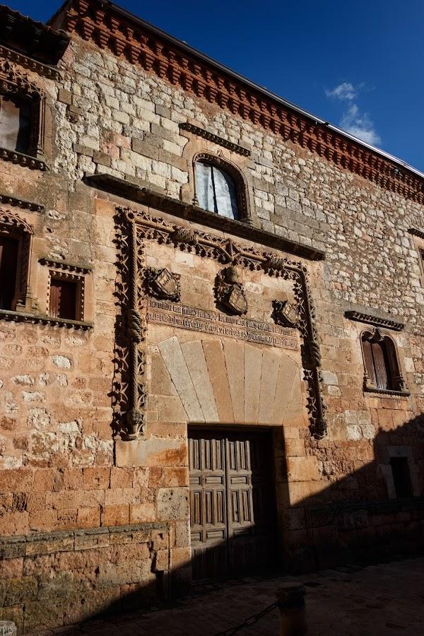 Ruta de los pueblos rojos de Segovia. Ayllón