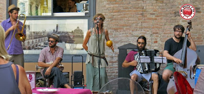 Bolonia, grupo en Plaza Mayor