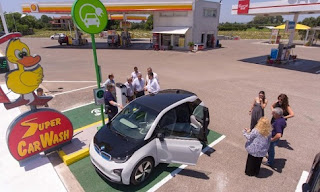 Εγκαινιάστηκε ο πρώτος κοινόχρηστος σταθμός φόρτισης ηλεκτρικών αυτοκινήτων στην Ηλεία