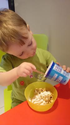 jogurt i chrupki