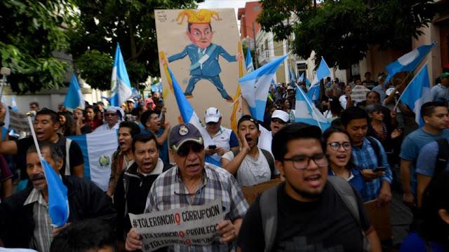 Guatemaltecos exigen la renuncia del presidente Jimmy Morales