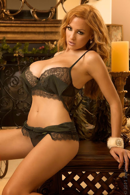hot-sexy-Jordan-Carver-Christmas-2011-photo-shoot-picture-12