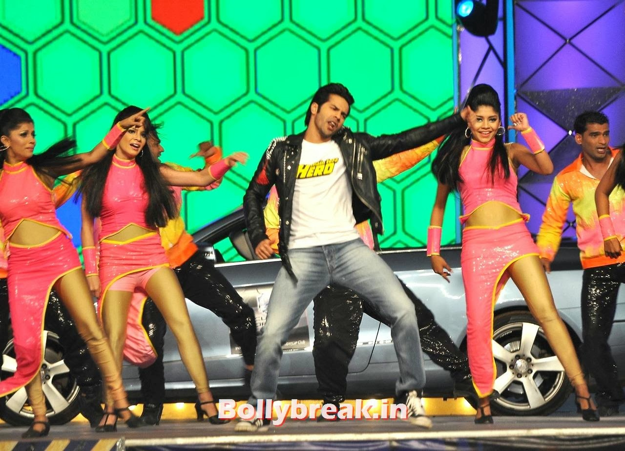 Varun Dhawan, Bollywood Stars performing on stage at Police Umang 2014 - HD Pics