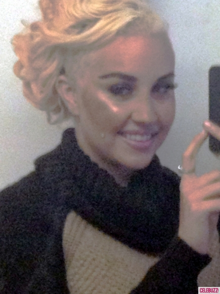Crazy Days and Nights: Amanda Bynes Shaves Half Her Head