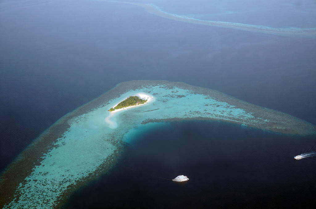 Euriental | fashion & luxury travel | view from seaplane, Maldives atolls