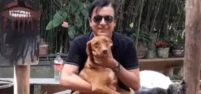 O cantor e apresentador Nahim tem dez cachorros em sua casa no bairro do Morumbi, em São Paulo
