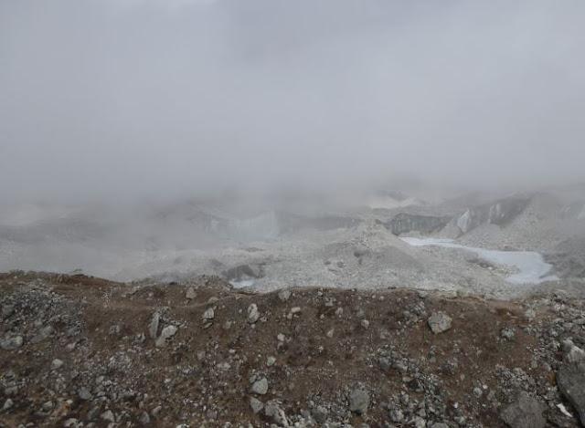 ghiacciaio Ngozumba tra le nubi