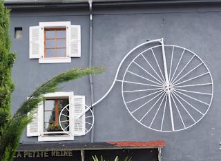 La Petite Reine: detall de la façana (Ginebra) per Teresa Grau Ros