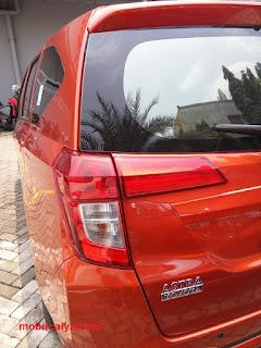 Mobil Calya   Orange Belakang