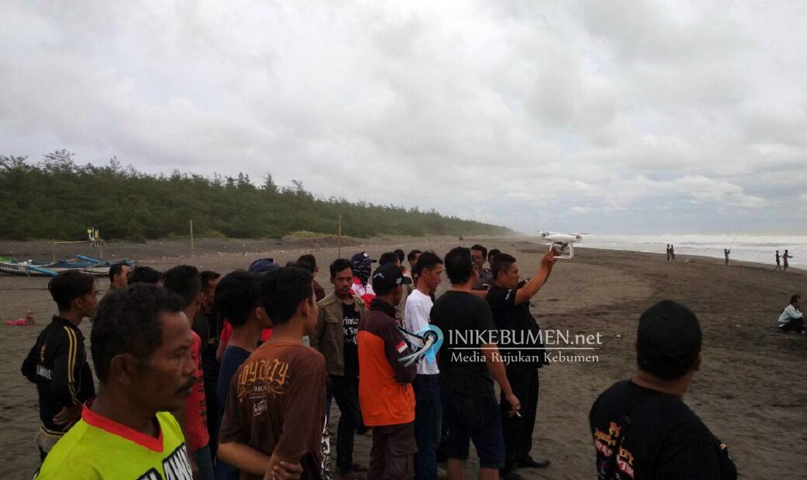 Pencarian Korban Hanyut di Pantai Lembupurwo, Polres Kebumen Gunakan Drone