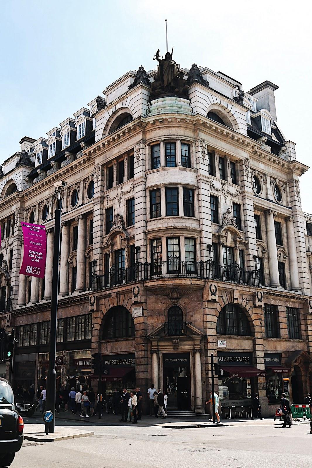pauline-dress-blog-mode-deco-lifestyle-travel-voyage-europe-londres-angleterre-idees-visites-parcours-touristique-instagram-instagrammable-lieux