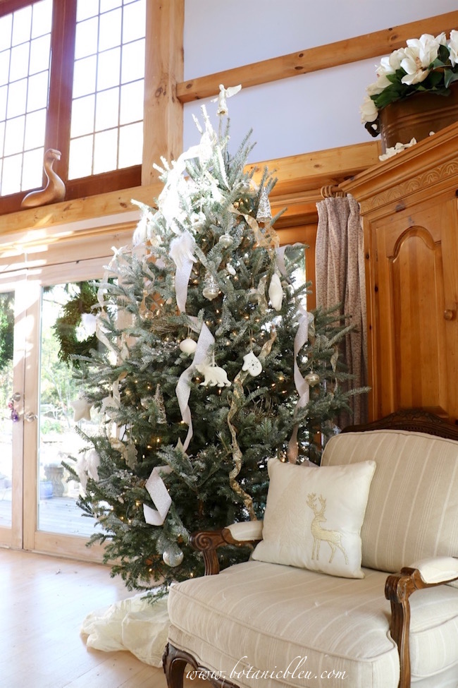 white-silver-sparkle-christmas-tree