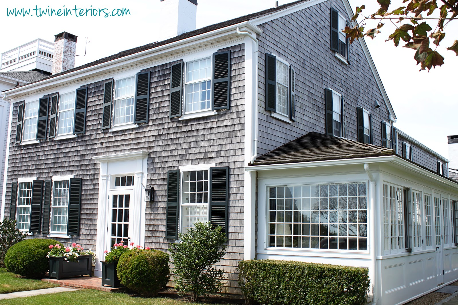 Twine the cottages of martha 39 s vineyard - What is a cape cod style house ...