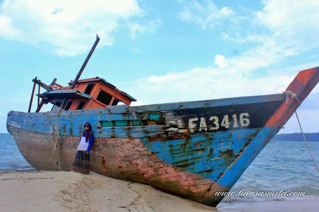 Kapal di Pulau Tunjuk Batam