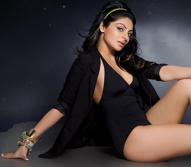Neeru Bajwa hot legs