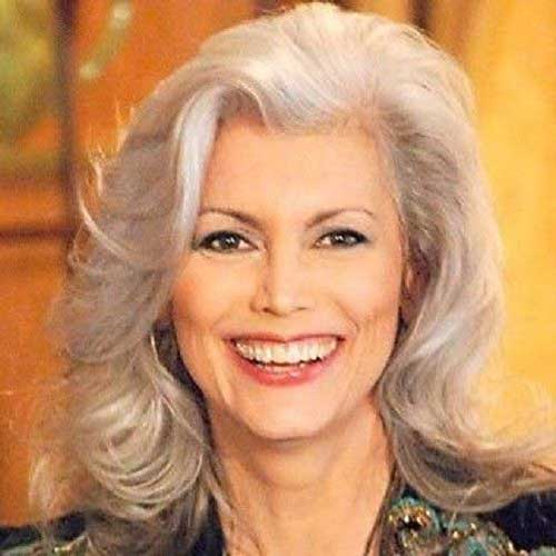 Internex Posed: Layered Hairstyles Women over 50