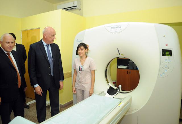 Antonio Bonfatti entrega equipos de salud