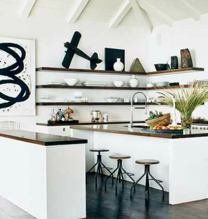 Coastal kitchen with accessories