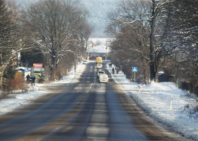 Najpopularniejsza trasa z południowej Polski na Ukrainę wiedzie przez Korczową do Lwowa. Grudzień 2014.
