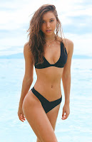 Alexis Ren flaunts her perfect body in sexy bikini photoshoot
