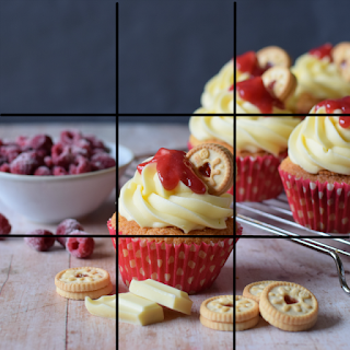 Rule of Thirds grid lines on an image of Jammie Dodger cupcakes