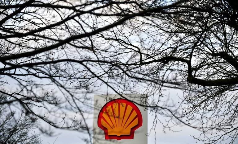 Royal Dutch Shell is to sell its entire holdings in nine oil fields in the North Sea to oil firm Chrysaor