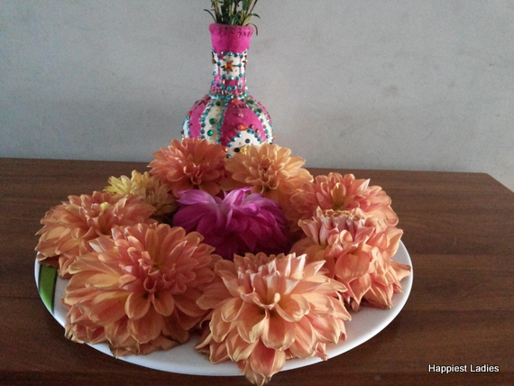 dahlia flower arrangement