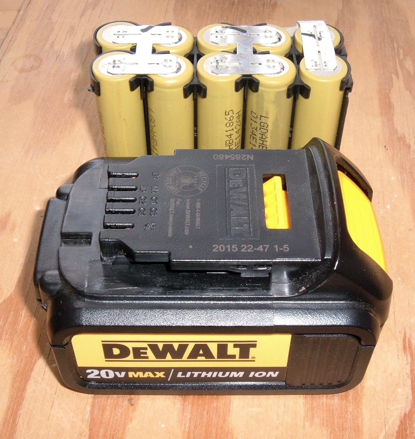 Syonyks Project Blog Dewalt 20v Max 30ah Battery Pack Teardown Make A Protection Circuit Low Voltage Cutoff All But From An End User Perspective This Is Incredibly Nice Tool Its Solidly Built Using Great Cells And Capable Of Handling Ton Power