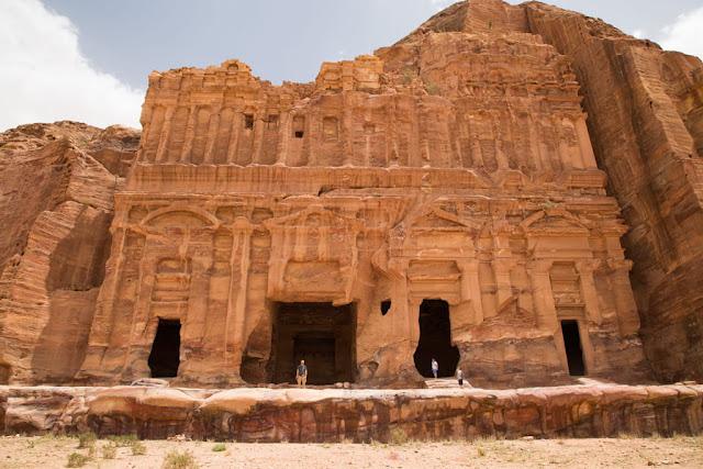 Fachada de la Tumba de Palacio, Petra, Jordania