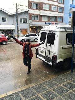 Neve em frente ao apartamento no centro de Bariloche