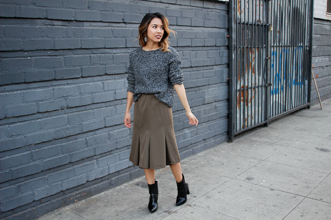 How to wear a sweater and skirt together