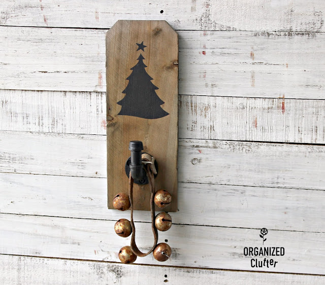 Dog Eared Fence Board Scrap Christmas Decor #stencil #oldsignstencils #Hobbylobbyhook