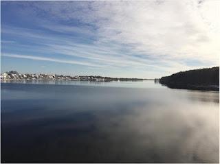 Những hồ nước phủ sương mơ màng khi sang đông 12