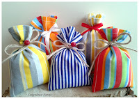 Kolorowe woreczki z suszoną lawendą