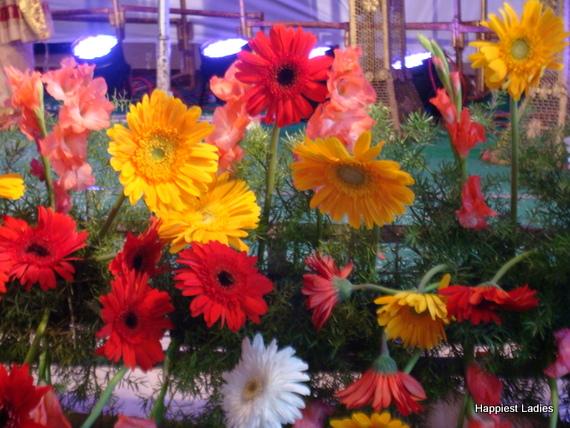 random flower arrangement for wedding hall