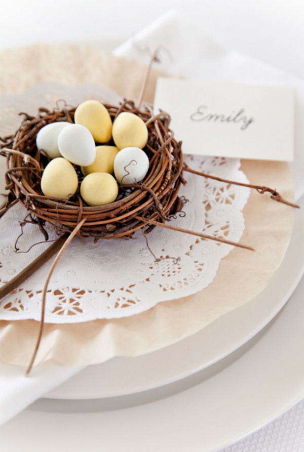 Simple Easter Table Setting from Boxwood Clippings